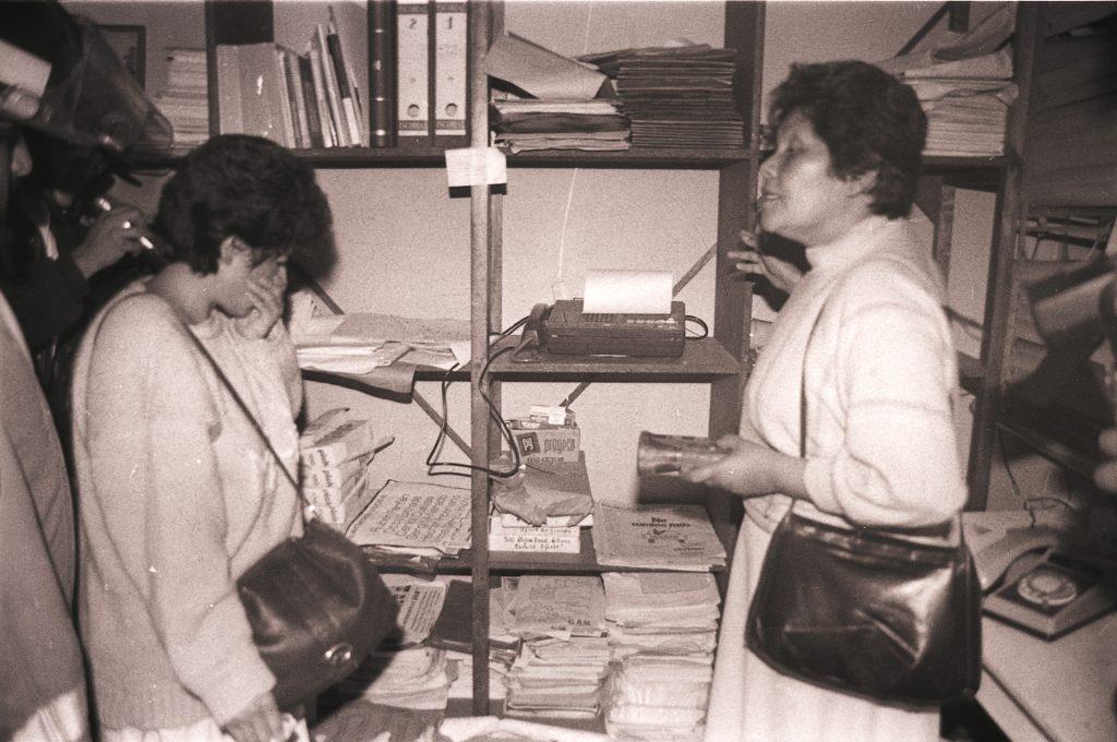 05_Miembros de GAM en la sede de GAM después de la destrucción de la oficina_RV