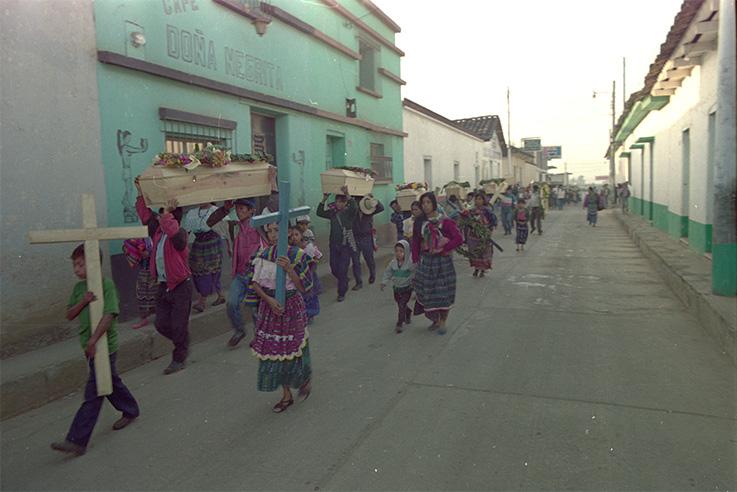 Entrega-de-restos-en-Tunajá,-Sacualpa,-Quiché