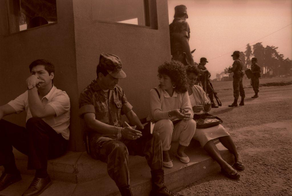 03-1_Los miembros de GAM buscan desaparecidos en una base militar._RV