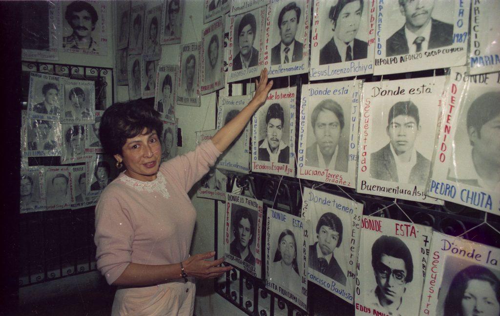 07_Presidenta del GAM presenta fotos de desaparecidos en sede de la organización_RV