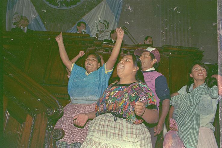 1992_Alcaldesa-de-Chinautla-en-apoyo-a-GAM-en-el-Congreso_RV__